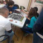 Grupo jugando a uno de Zombies